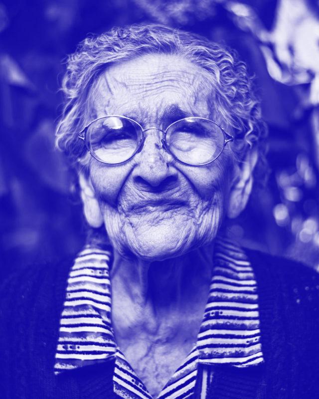 04-abuela-blue